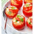 Przepis na karnawałowe przyjęcie: Pomidory nadziewane kuskusem i sosem serowym