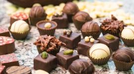 Królowa słodyczy obchodzi swoje święto Hobby, LIFESTYLE - Uwielbiasz czekoladę? A kto jej nie kocha! Jedzona w odpowiednich ilościach potrafi być nie tylko grzechu wartą słodyczą, ale również całkiem wartościowym dodatkiem do diety człowieka. 12 kwietnia czekolada obchodzi swoje święto