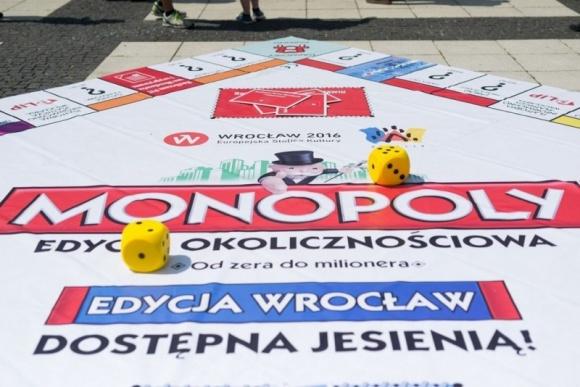 Dwie plansze Monopoly specjalnie dla Wrocławia Hobby, LIFESTYLE - Wrocław to pierwsze miasto na świecie, które będzie miało dwie edycje ? Monopoly Wrocław i Monopoly Junior Wrocławskie Krasnale. Dziś poznaliśmy plany wydawcy kultowej gry.