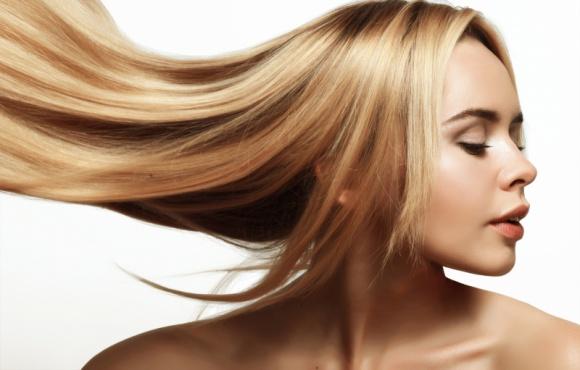 Prostowanie, zawijanie, farbowanie? - cała prawda o stylizacjach włosów Teatr, LIFESTYLE - Nie od dzisiaj wiadomo, że kobiety uwielbiają eksperymentować ze swoimi włosami. Niestety, częste stylizacje mogą niszczyć włosy. O tym, co i jak wpływa na nasze włosy opowiada Wojciech Stasiak, stylista fryzur i ekspert kampanii ?Moja REGENeracja?.