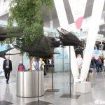 Ptaki Magdaleny Abakanowicz na wrocławskim lotnisku