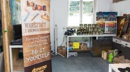 Cykl kreatywnych warsztatów stolarskich z Drewnochronem już za nami! Hobby, LIFESTYLE - Pasjonaci drewna i DIY mieli okazję zrealizować swoje autorskie projekty podczas cyklu Kreatywnych Warsztatów z Drewnochronem.