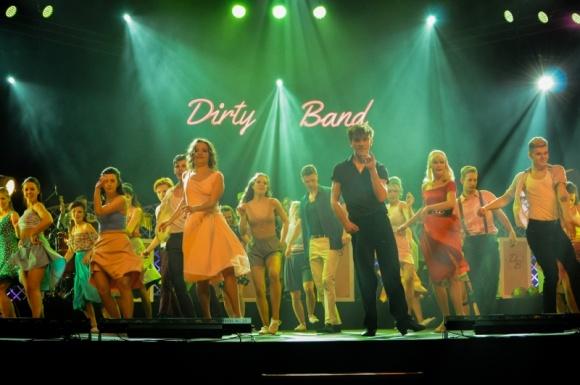 Dirty Dancing po 30 latach na nowo roztańczy całą Polskę! Teatr, LIFESTYLE - Z okazji przypadającej właśnie 30 rocznicy premiery filmu Dirty Dancing, twórcy przedstawienia Tribute to Dirty Dancing przygotowali dla miłośników tej opowieści nie lada gratkę, bowiem będą oni mogli zobaczyć tę historię na żywo, w taneczno-muzycznej aranżacji.