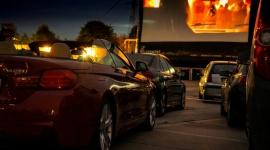 Oscarowy hit w Twoim samochodzie Film, LIFESTYLE - Magnolia Park zaprasza do kina samochodowego. Pierwszy seans na wielkim ekranie na parkingu galerii już w sobotę, 11 lipca. Do zdobycia bezpłatne wejściówki na pokaz filmu ?Green Book?.