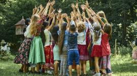 Wielki finał Brave Kids już 29 sierpnia Teatr, LIFESTYLE - Już w najbliższą sobotę, 29 sierpnia, odbędzie się tegoroczny, wielki finał Brave Kids w nowej formule. Plenerowe wydarzenia artystyczne, przygotowane przez dzieci i młodzież, zaplanowano aż w 15 miejscach we Wrocławiu. Podpowiadamy, jak najlepiej uczestniczyć w wydarzeniach.